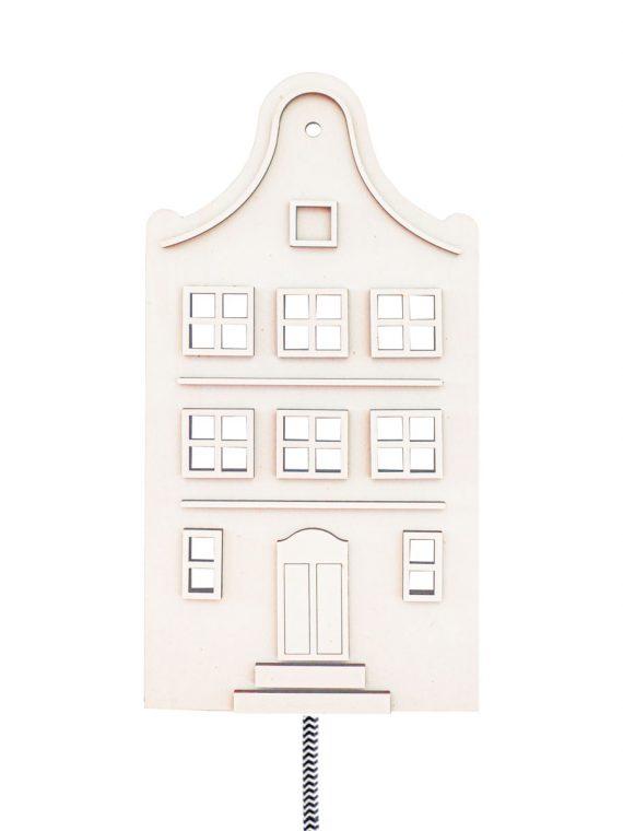 Fan van Amsterdam? Deze sfeervolle huisjelamp (grachtenpand klokgevel) past perfect in ieder interieur en heeft een zwart-wit gekleurd strijkijzersnoer.
